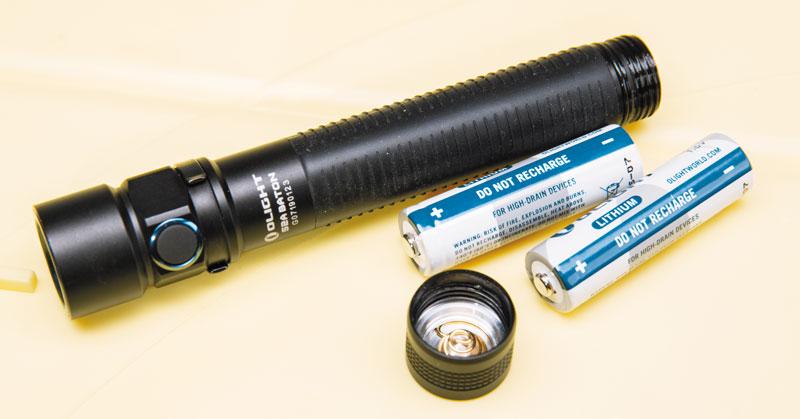 В комплект поставки S2A Baton входят литиевые «пальчиковые» батарейки, работающие значительно дольше обычных щелочных (Alkaline)
