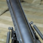 Полимерная ложа иногда деформируется, в результате чего край цевья может контактировать со стволом. Это одна из многих причин, почему для точной стрельбы необходима замена ложи