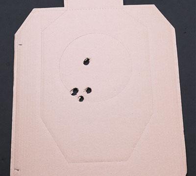 На близких дистанциях точность боя пулей позволяет поражать агрессора в любое место на выбор