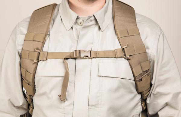 Нагрудный фиксатор препятствует случайной утере рюкзака во время активных действий. лямки рюкзака имеют систему быстрого сброса