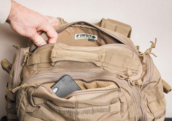 Между спинкой рюкзака и основным отделением находится отсек с системой Hang Thru™, дающей возможность совмещения рюкзака и чехла для оружия. передняя часть кармана рюкзака вмещает блокнот формата А5