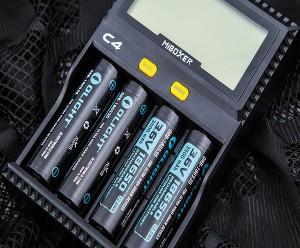 универсальное зарядное устройство Miboxer C4 с четырьмя каналами зарядки