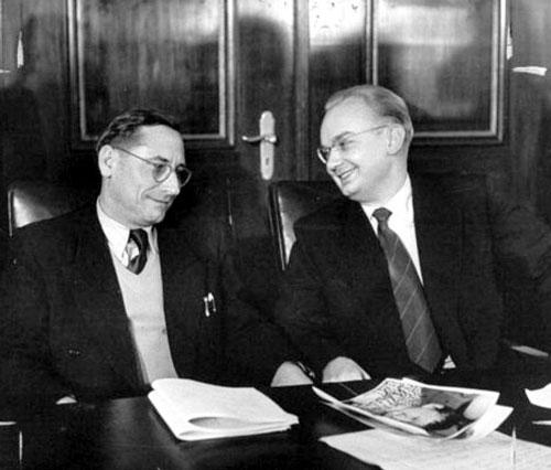 Георгий Околович (слева) и Николай Хохлов (21 апреля 1954 г.)