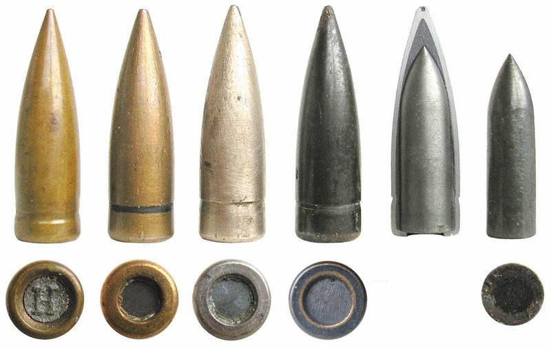 Варианты 7,92-мм пуль S.m.K.H., разрез пули и сердечник из карбид-вольфрамового сплава. Слева для сравнения — обычная легкая пуля S со свинцовым сердечником