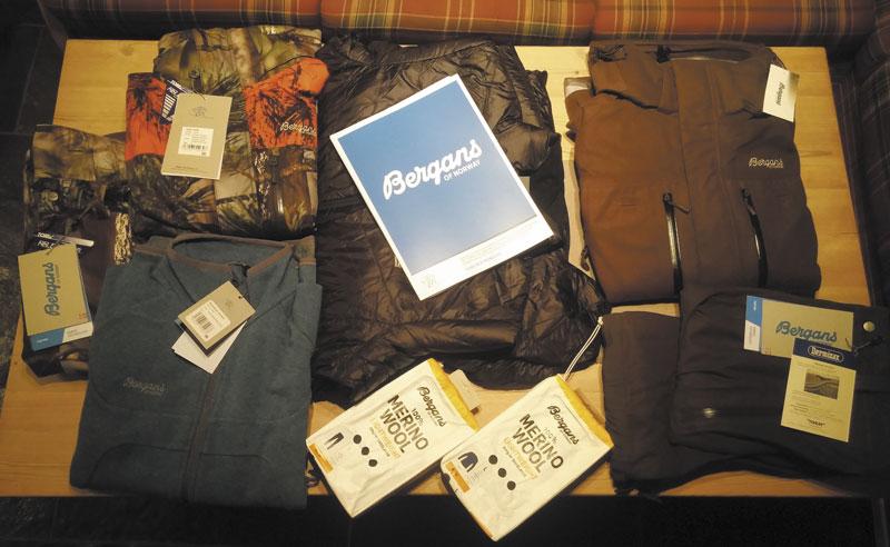 Комплект одежды для горной охоты от компании Bergans of Norway: термобелье, два охотничьих костюма, шерстяной свитер и пуховая куртка — для случаев, когда нужно быстро согреться
