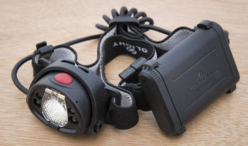Фонарь Olight Wave H15S подзаряжается от USB, имеет 5 режимов и включается взмахом рухи перед ним. Идеальный налобник и незаменимый помощник в темноте