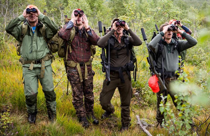 Качественный бинокль с дальномером — такой, как Leica Geovid,— незаменимый инструмент для выслеживания добычи в горах