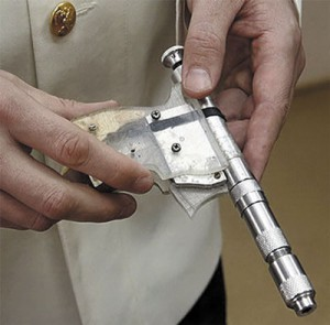 Один из пистолетов Андрея Кудлы — тоже бесшумный?
