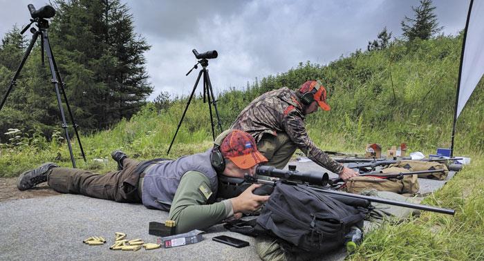 Стрельба на большие дистанции на турнире велась по-походному — с рюкзака и кулака