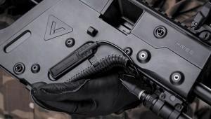 Благодаря интегрированному креплению фонарь с легкостью можно смонтировать на оружии