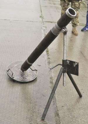 Краматорск, июль 2014 г., брошенный ДНР-овский миномет (судя по всему — там же и изготовленный)