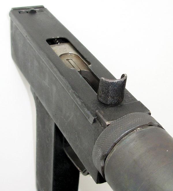 если прицел — ненужный рудимент, то с тактической нишей оружия все ясно