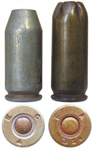 Холостой патрон Cartridge, Blank, Cal. .45 M9 (слева) и нештатный холостой патрон, переделанный из гильзы патрона .30-06