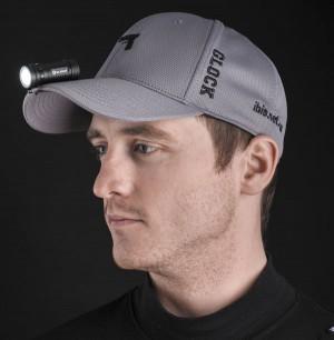 Фонарь S1 Mini можно использовать на кепке в качестве налобника