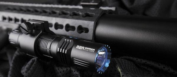 Оптическая система M2R Warrior имеет классическую компоновку: светодиод, текстурированный рефлектор и стекло спросветлением
