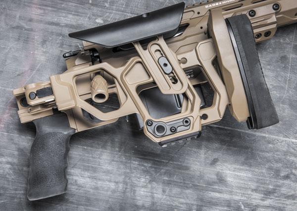 Приклад складывается направо, минимизируя габариты винтовки для ее транспортировки