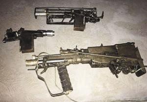 Пистолет-пулемет, заготовка и «автомат», обнаруженные при обыске