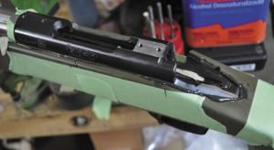 Укладка (так называемый беддинг) «железа» винтовки в ложу на эпоксидный компаунд — дело сложное, хлопотное, грязное иобычно непосильное для новичков