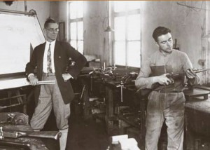 Разработчик MP38 и MG34 Генрих Фольмер в своей мастерской