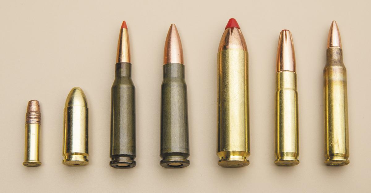 Помимо «родного» .223 Rem (справа), AR-15 можно адаптировать под целую кучу других калибров