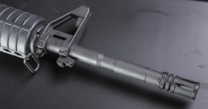 Все, как любят «милитаристы»: военный пламегаситель (bird cage), гранатометная проточка, прилив для штык-ножа и высокая мушка
