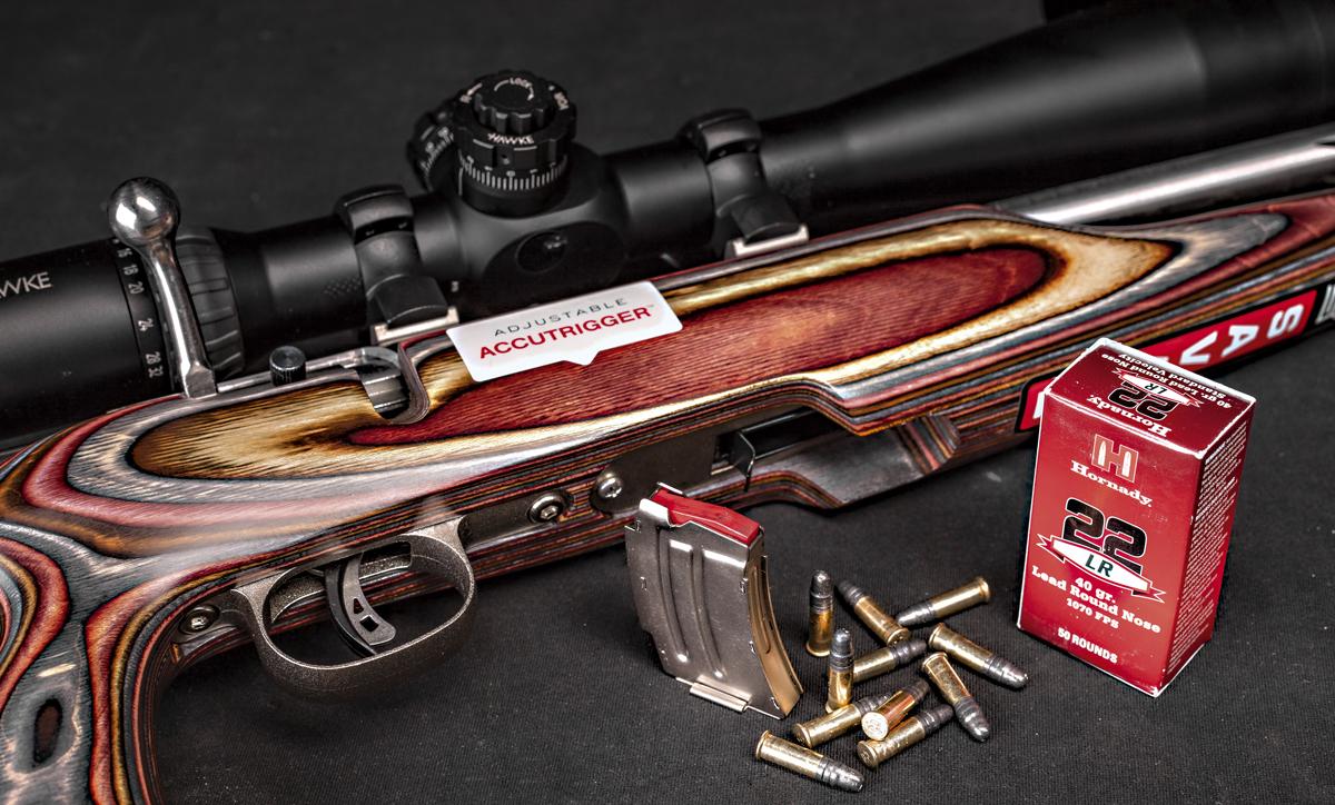 Рядный магазин на 5 патронов почти целиком скрыт вцевье и не мешает стрелку